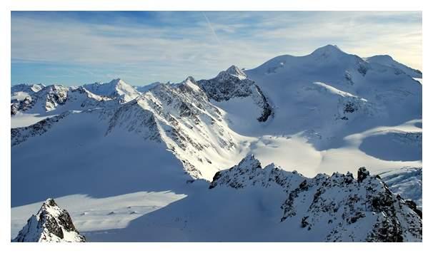 Początek roku to gorący sezon dla narciarzy i snowboardzistów